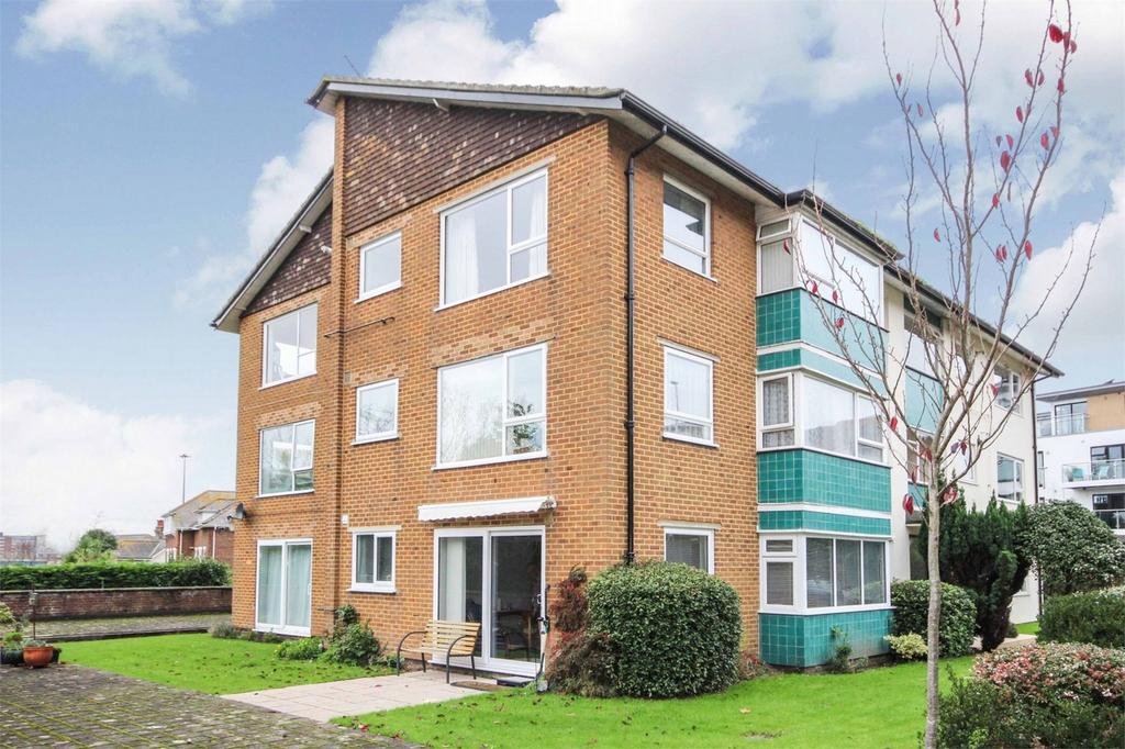 2 Bedrooms Flat for sale in Mount Pleasant Road, POOLE, Dorset