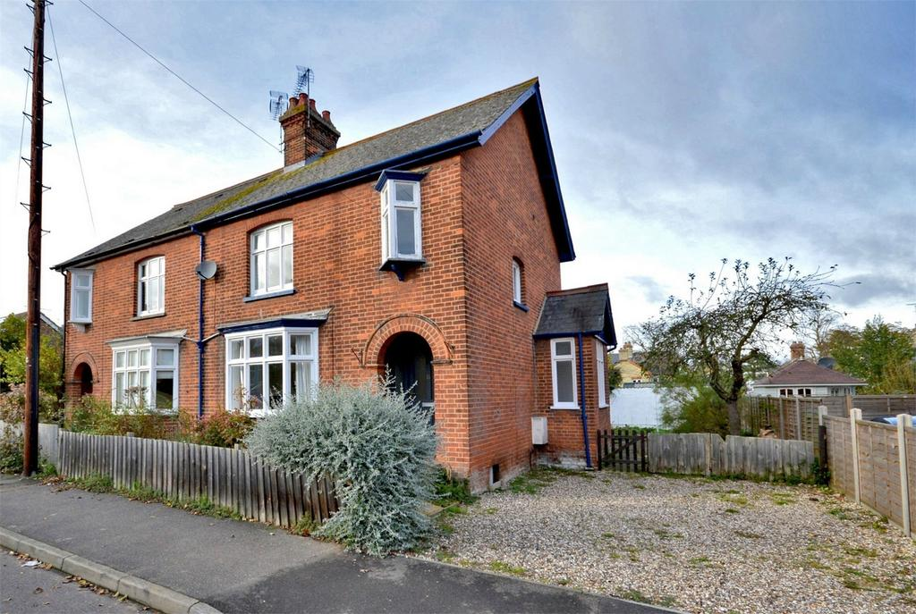 3 Bedrooms Semi Detached House for sale in 15 Victoria Avenue, Saffron Walden