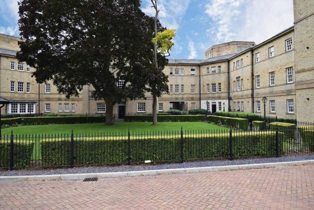 2 Bedrooms Flat for sale in PARKLANDS MANOR, TUKE GROVE, CENTRAL WAKEFIELD, WF1 4AF