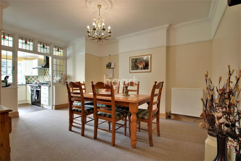 4 Bedrooms Detached House for sale in Clacton-on-sea