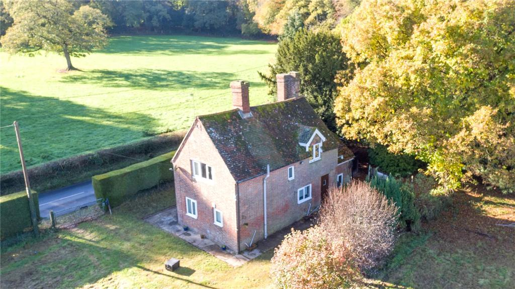 2 Bedrooms Detached House for sale in Romsey Road, East Wellow, Romsey, Hampshire, SO51