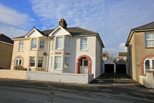 3 Bedrooms Semi Detached House for sale in Penbryn Avenue, Carmarthen, Carmarthenshire
