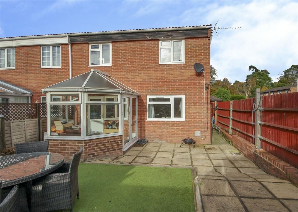 3 Bedrooms Terraced House for sale in Garswood, Crown Wood, Bracknell, Berkshire