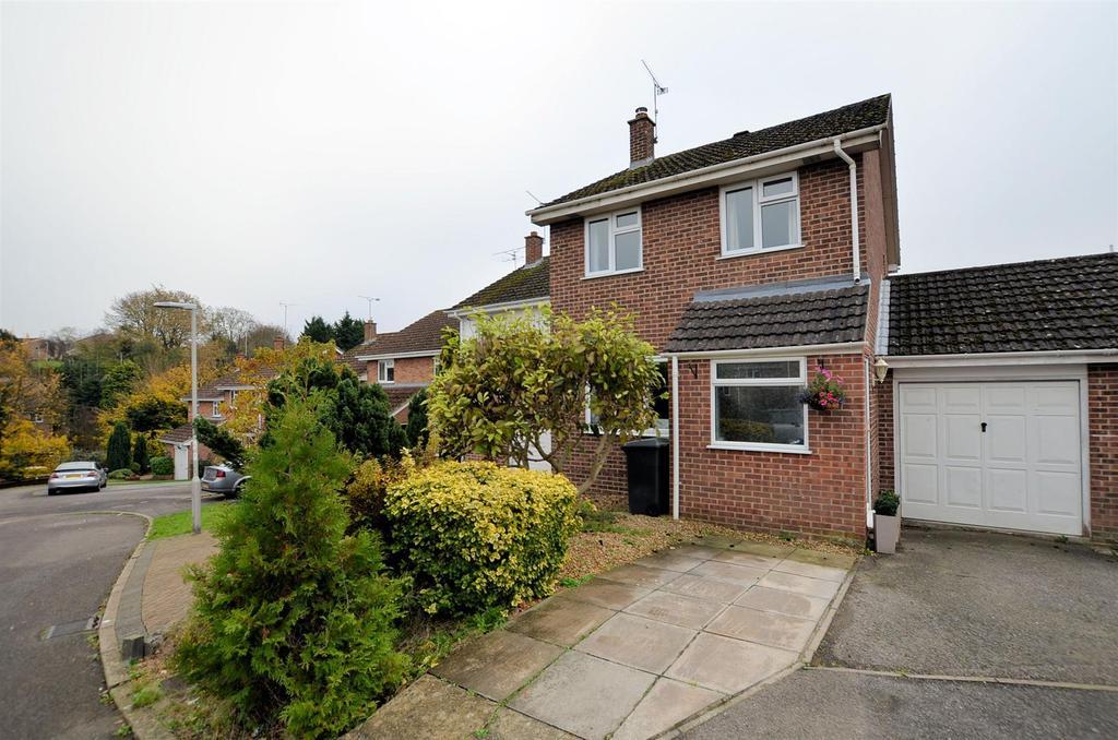 3 Bedrooms Semi Detached House for sale in Thistledown, Tilehurst, Reading