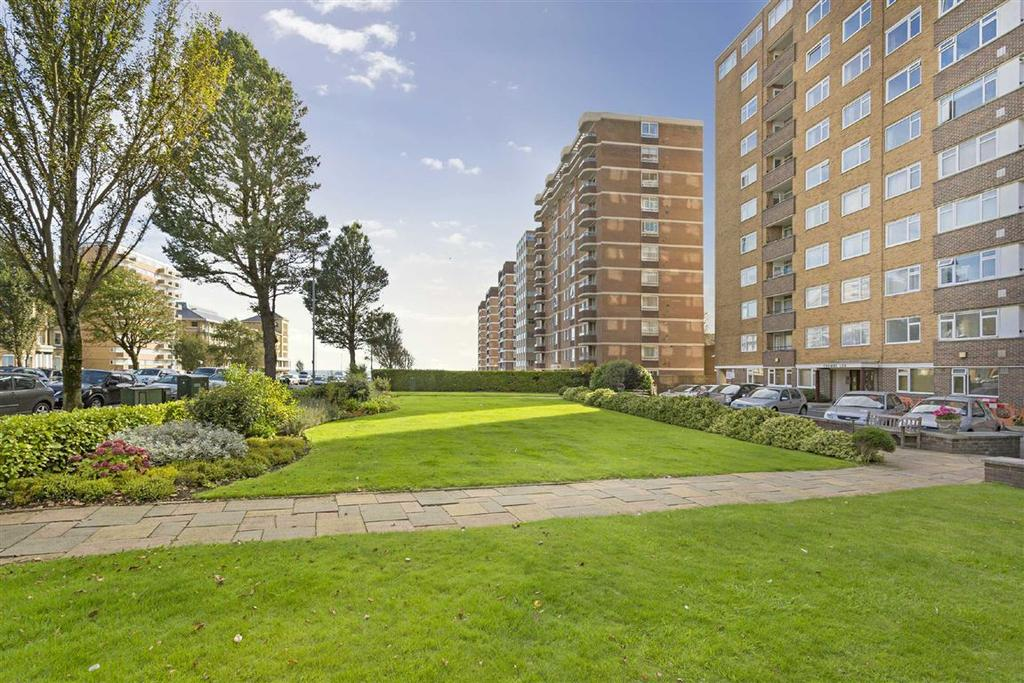 3 Bedrooms Flat for sale in Coombe Lea, Hove, East Sussex