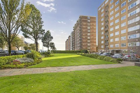 3 bedroom flat for sale - Coombe Lea, Hove, East Sussex
