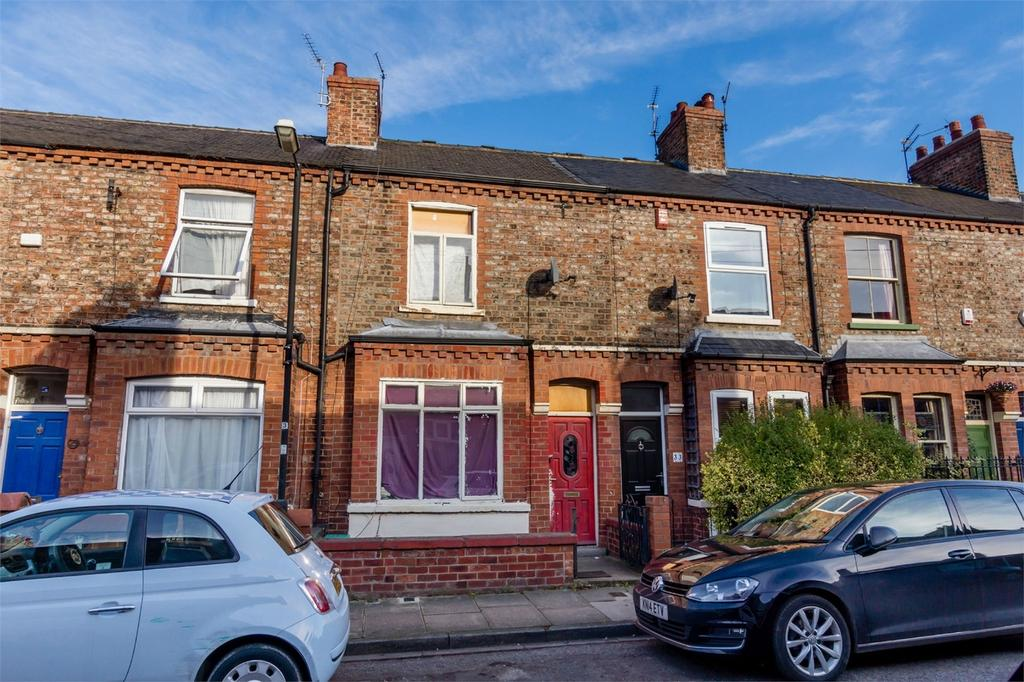 2 Bedrooms Terraced House for sale in Ratcliffe Street, Burton Stone Lane, York