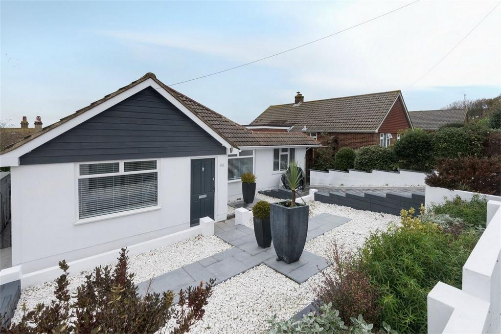 4 Bedrooms Detached Bungalow for sale in Crescent Drive North, Woodingdean, Brighton