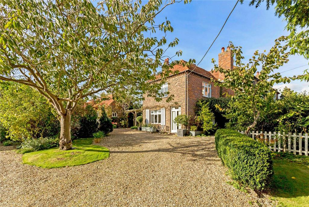 3 Bedrooms Semi Detached House for sale in Honer Lane, South Mundham, Chichester, West Sussex