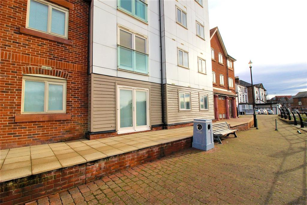 2 Bedrooms Apartment Flat for sale in The Wharf, New Crane Street, Chester, CH1