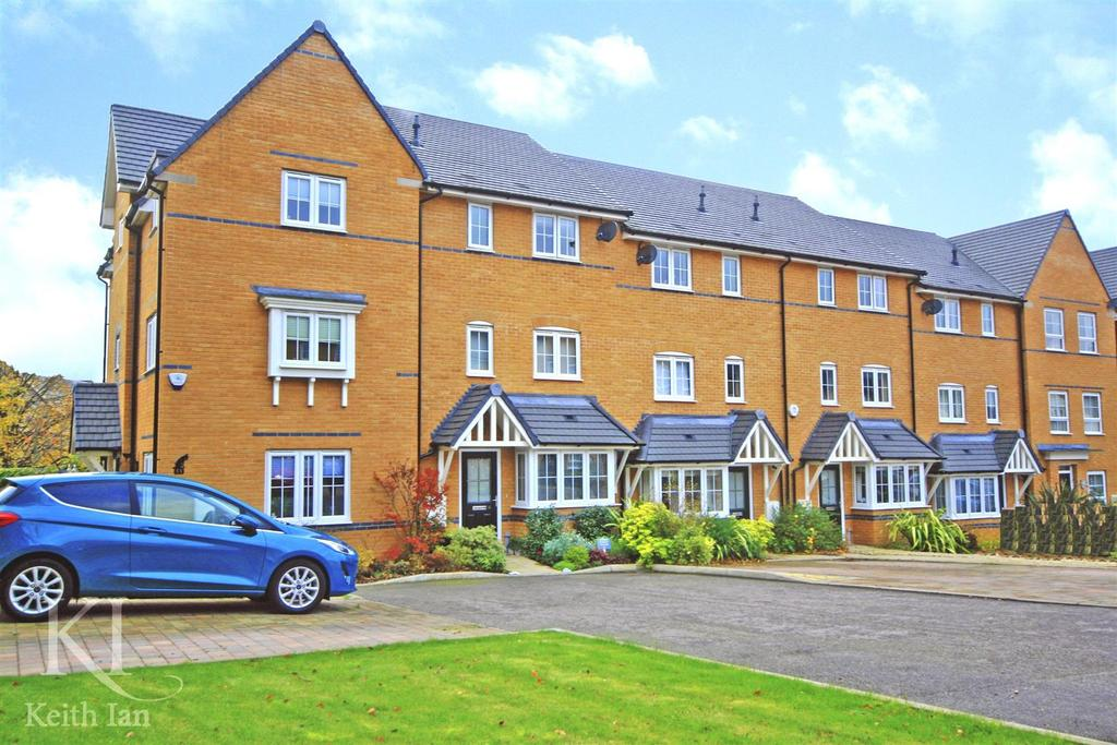 4 Bedrooms Terraced House for sale in Gallows Way, Hertford