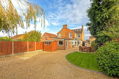 4 bedroom semi-detached house for sale - Ampthill Road, Flitwick, Bedfordshire, MK45 1BD