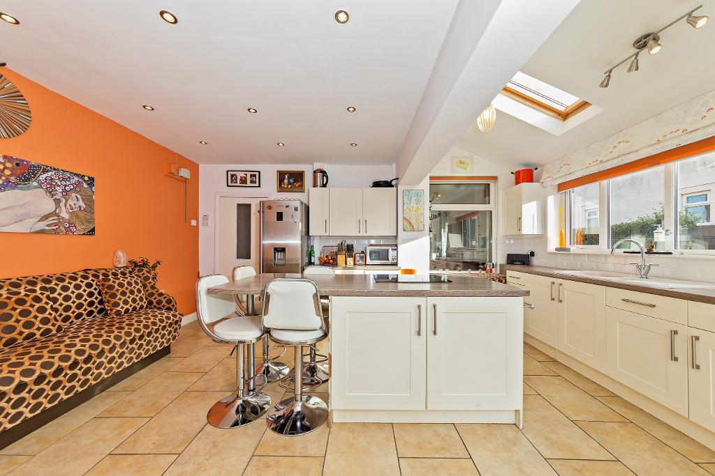 4 Bedrooms Semi Detached House for sale in Ampthill Road, Flitwick, Bedfordshire, MK45 1BD