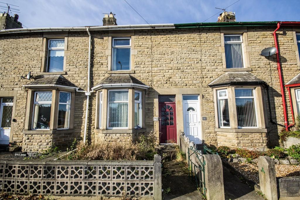 2 Bedrooms Terraced House for sale in 108 Lancaster Road, Carnforth, LA5 9EA