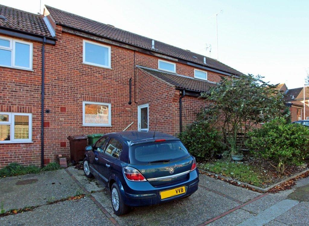 3 Bedrooms Terraced House for sale in Harmer Close, North Walsham