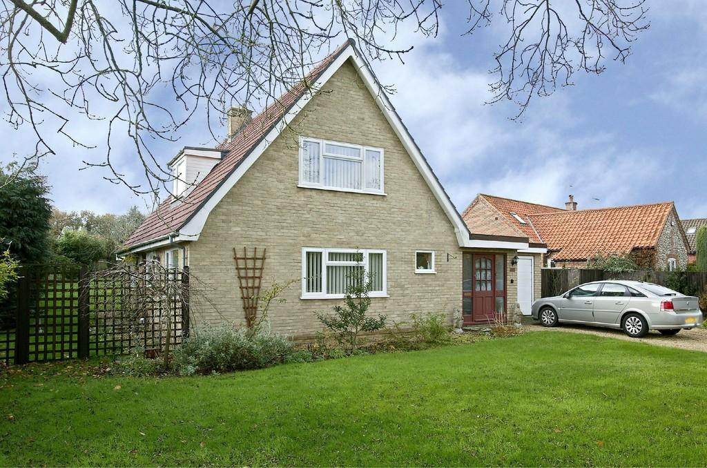 3 Bedrooms Chalet House for sale in Chequers Lane, Gressenhall