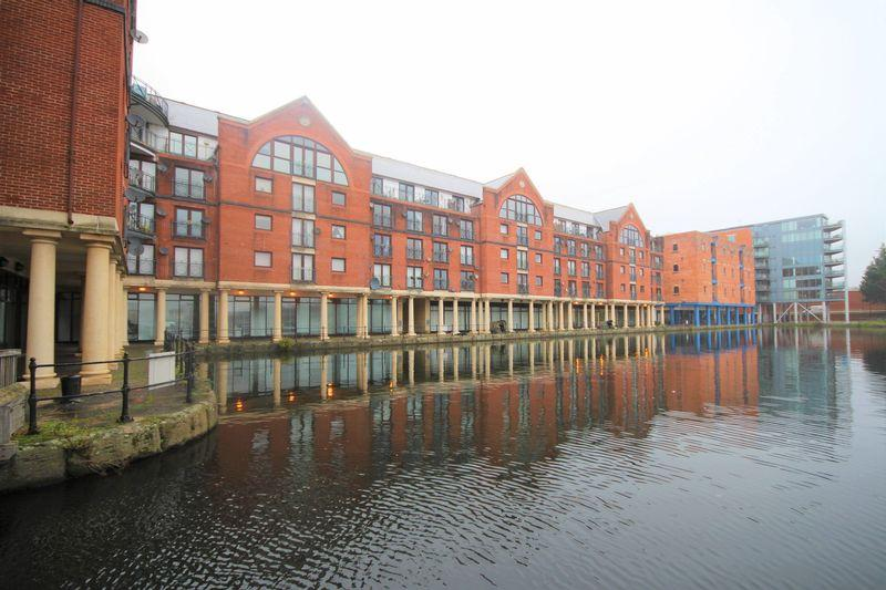 2 Bedrooms Apartment Flat for sale in Jellicoe Court, Atlantic Wharf