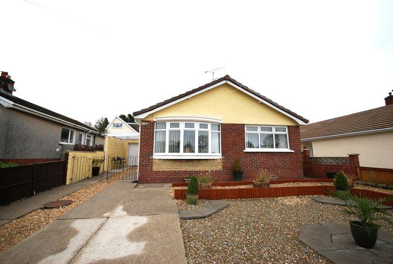3 Bedrooms Bungalow for sale in 11 Village Close, Bryncoch, SA10 7TE