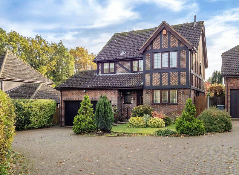 4 Bedrooms Detached House for sale in Kingswood Avenue, Taverham, Norwich