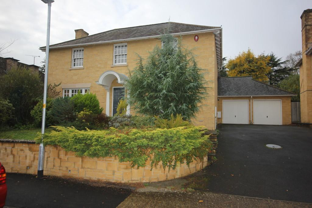 4 Bedrooms Detached House for sale in BOWER GARDENS, SALISBURY, WILTSHIRE, SP1 2RL