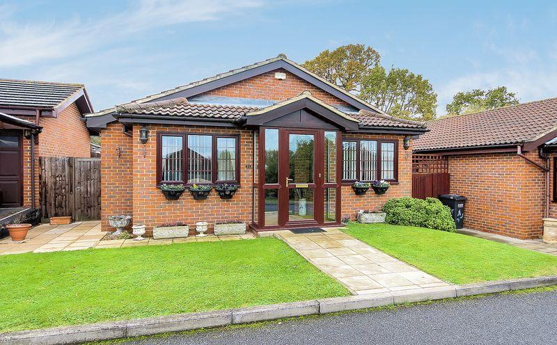 3 Bedrooms Detached Bungalow for sale in Mere End, Shirley