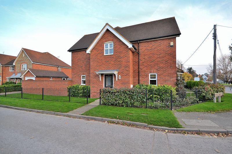 3 Bedrooms Semi Detached House for sale in Manor Close, Stoke Hammond