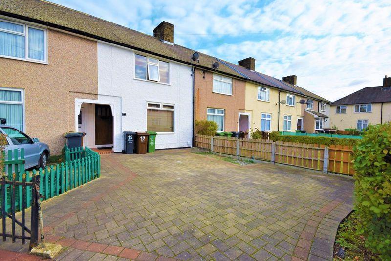 3 Bedrooms Terraced House for sale in Rosedale Gardens, Dagenham
