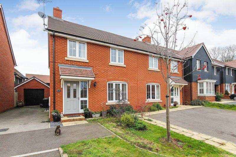 4 Bedrooms Semi Detached House for sale in Upper Lawn, Ampthill