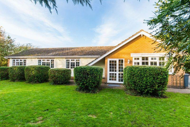 4 Bedrooms Bungalow for sale in Mill Lane, East Halton, DN40
