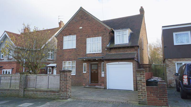 4 Bedrooms Detached House for sale in MANOR ROAD Benton