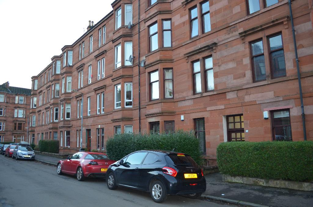 2 Bedrooms Flat for sale in Arundel Drive, Flat 0/1, Langside, Glasgow, G42 9RF