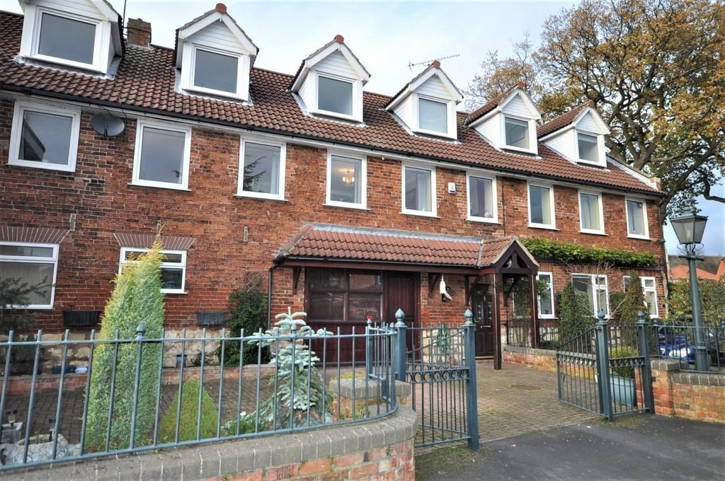 4 Bedrooms Barn Conversion Character Property for sale in Church Lane, Barnby Dun, Doncaster