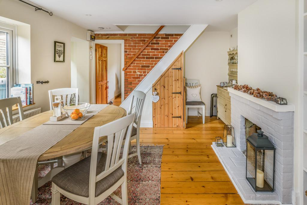 2 Bedrooms End Of Terrace House for sale in Lion Lane, Haslemere