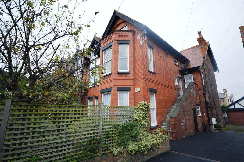 2 Bedrooms Apartment Flat for sale in Park Road, Wirral