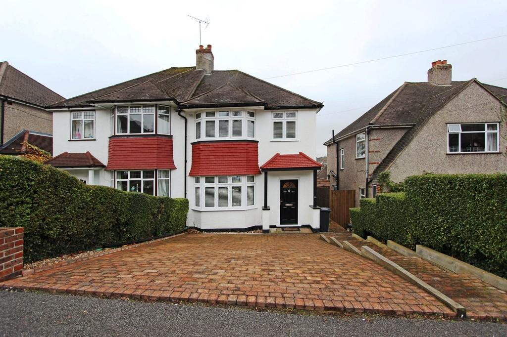 3 Bedrooms Semi Detached House for sale in Winifred Road, Coulsdon