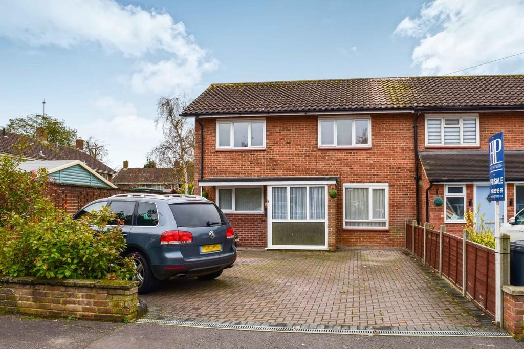 2 Bedrooms End Of Terrace House for sale in Mole Close, Langley Green