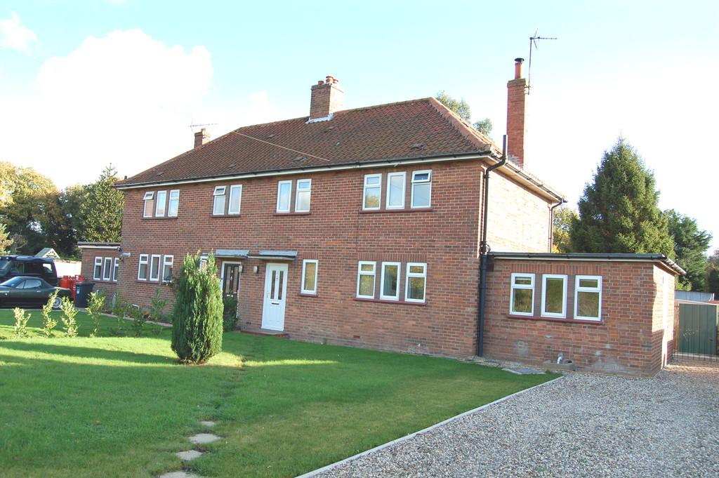 3 Bedrooms Semi Detached House for sale in The Furze, East Ruston