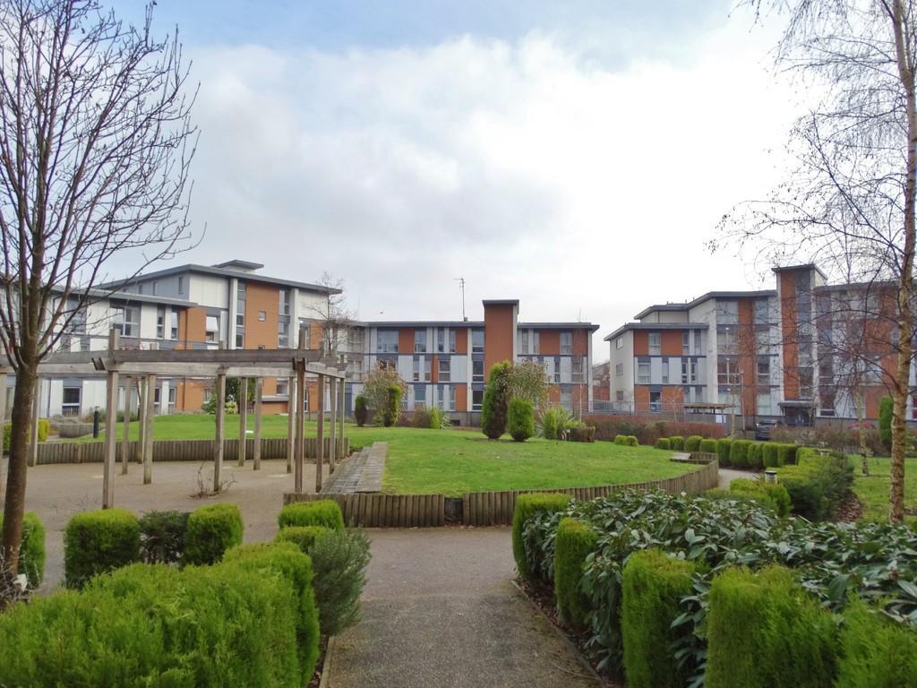 2 Bedrooms Apartment Flat for sale in Three Bridges, Crawley, RH10