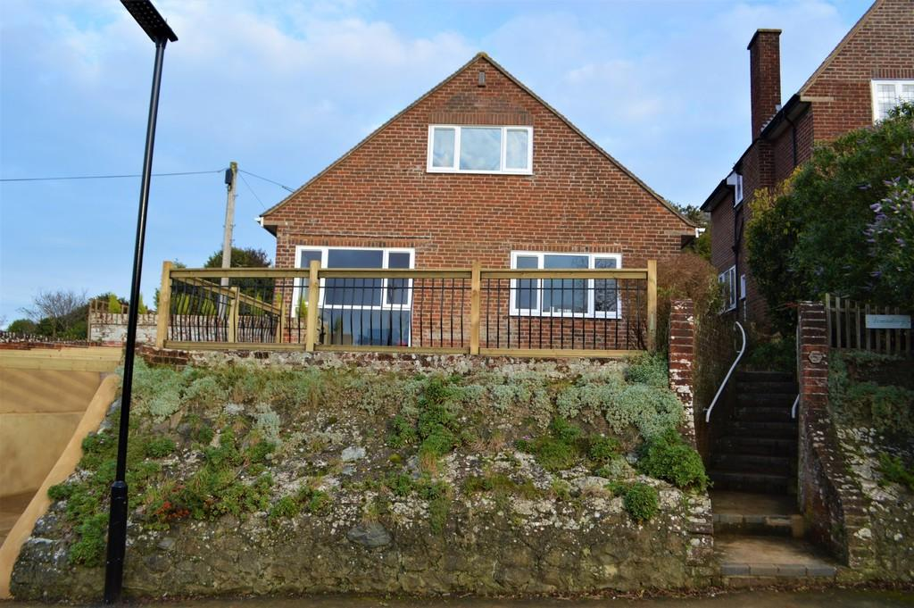 4 Bedrooms Detached House for sale in Nunwell Street, Sandown
