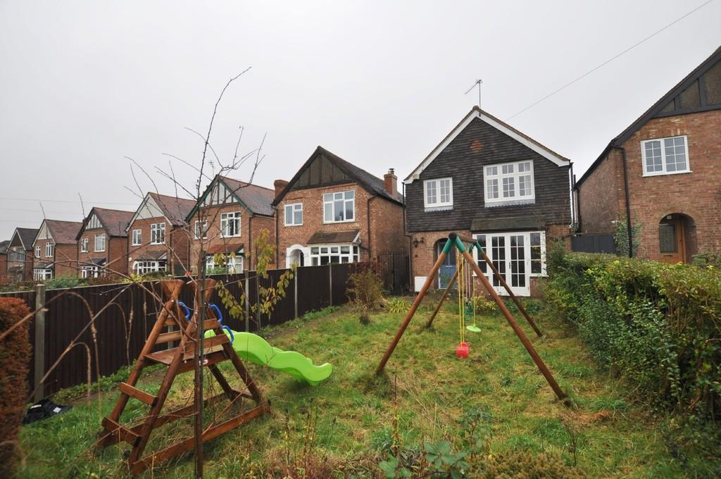 3 Bedrooms Detached House for sale in Rydes Hill Road, Guildford