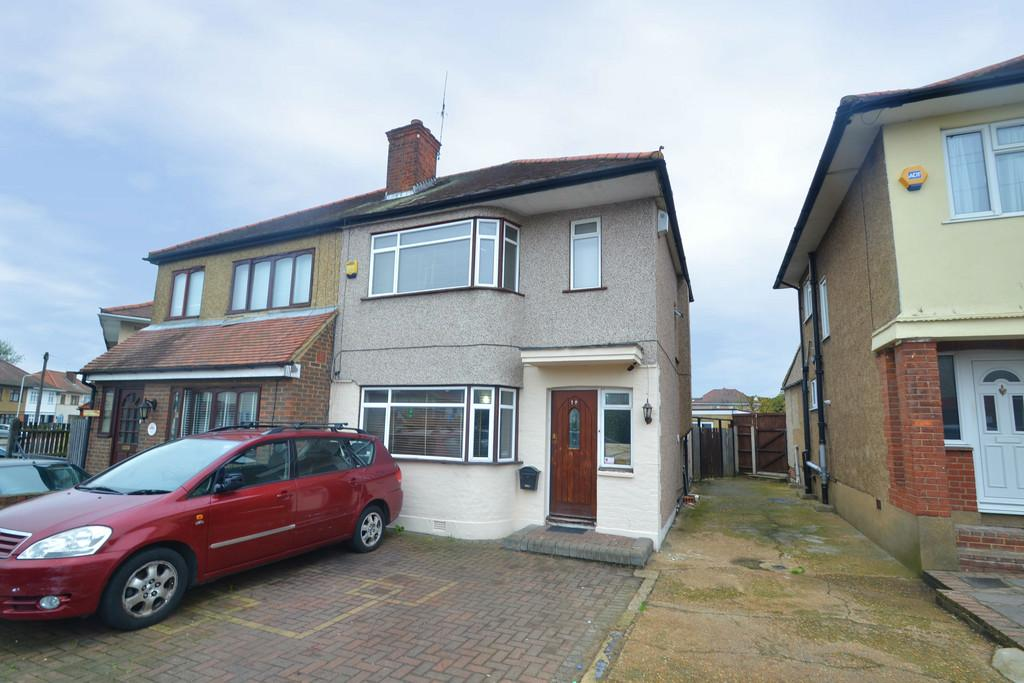 3 Bedrooms Semi Detached House for sale in Carter Drive, Collier Row