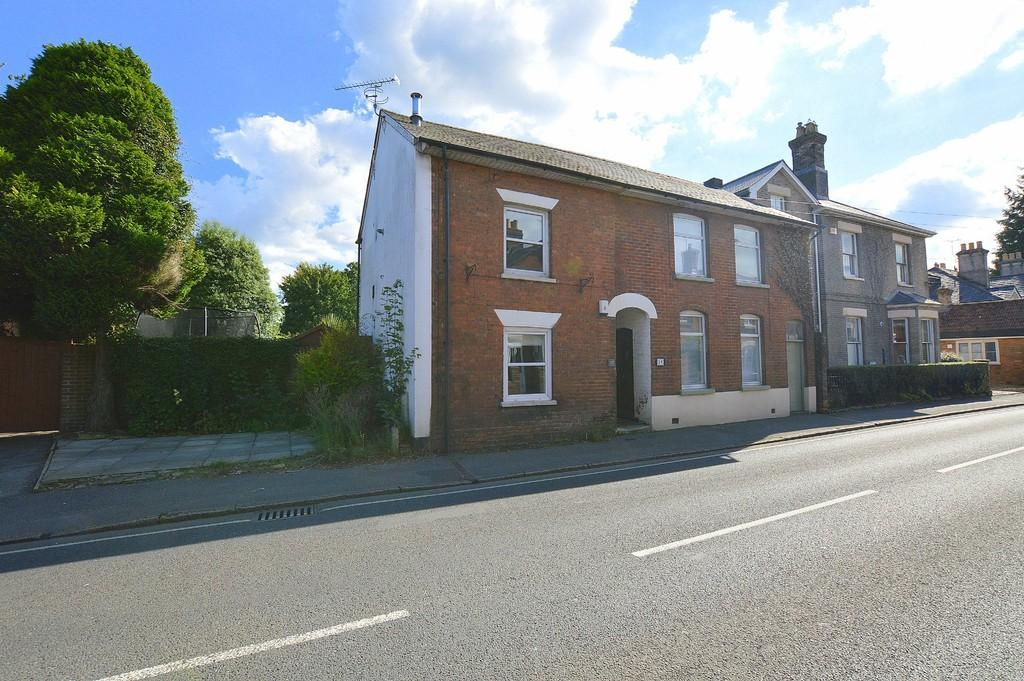 2 Bedrooms Semi Detached House for sale in Julians Road, WIMBORNE