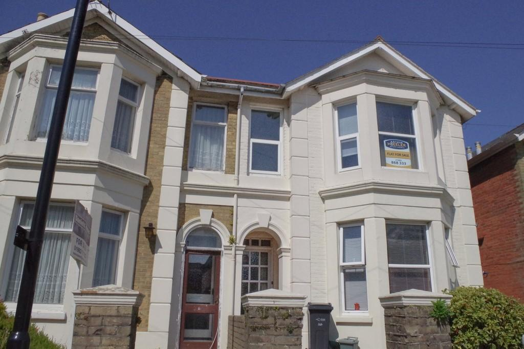 2 Bedrooms Flat for sale in Atherley Road , Shanklin, PO37