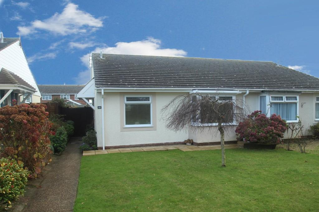 3 Bedrooms Semi Detached Bungalow for sale in Middle Mead, Littlehampton