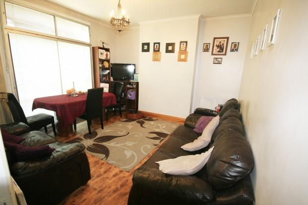 3 Bedrooms Terraced House for sale in Wanstead Park Road, Ilford, IG1