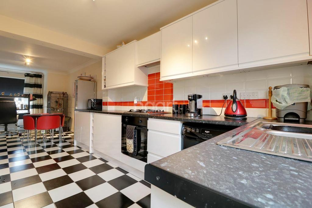 4 Bedrooms Detached House for sale in Gilbert Close, Rayleigh