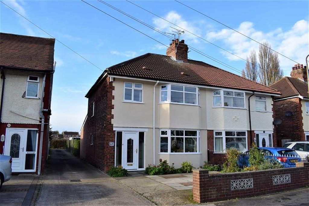 3 Bedrooms Semi Detached House for sale in East Ella Drive, Hull, HU4