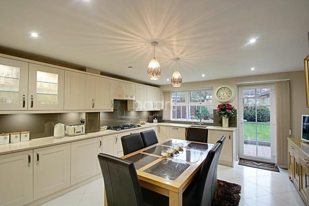 4 Bedrooms Detached House for sale in Beautiful Detached Family Home in Barton Hills