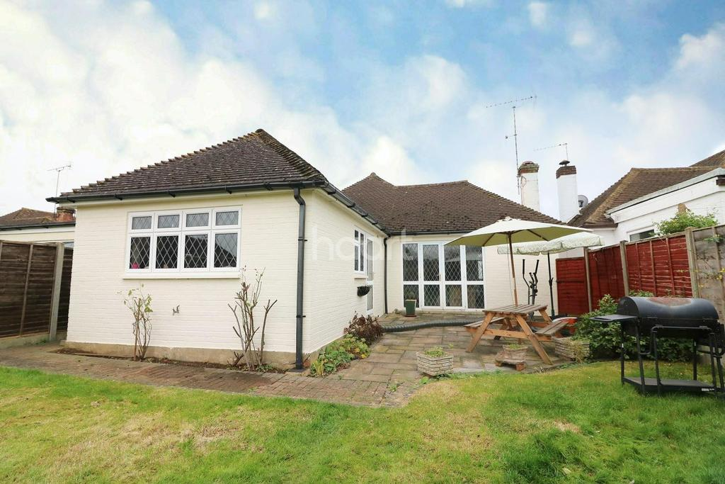 4 Bedrooms Bungalow for sale in Shepperton, Middlesex