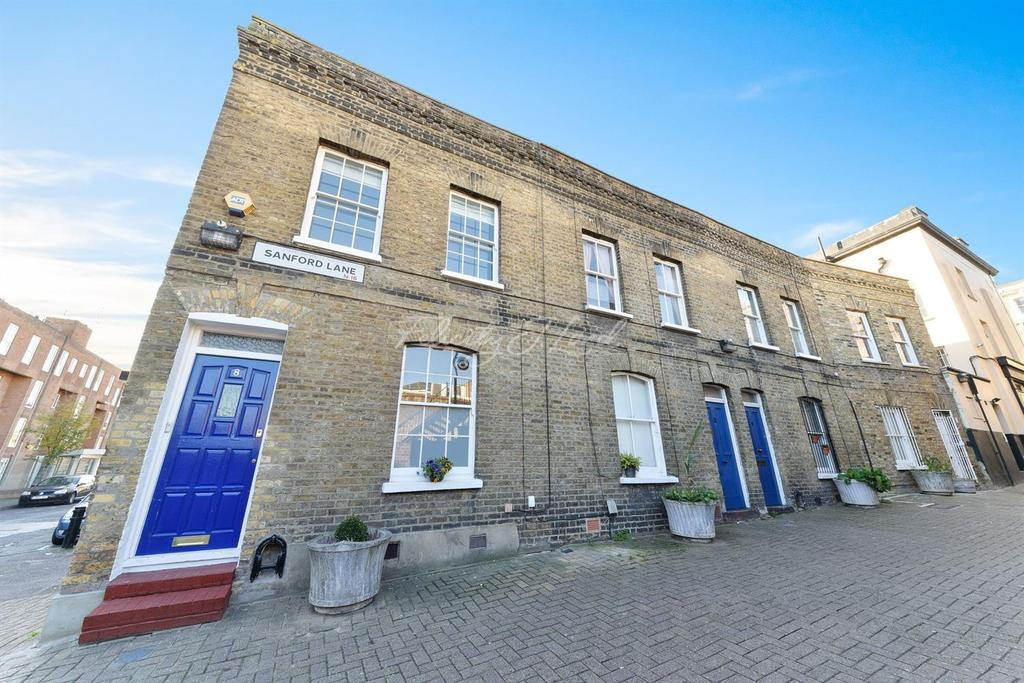 2 Bedrooms End Of Terrace House for sale in Sanford Lane, N16